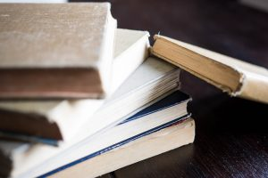 free online classes stack of books